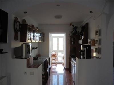Decomandat! Inchiriere apartament cu 3 camere in Targoviste - micro 12