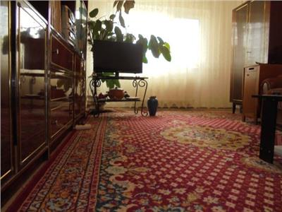 Zona buna! Vanzare apartament cu 3 camere in Targoviste micro 6.