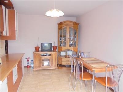 Bucatarie spatioasa! Vanzare apartament cu 2 camere decomandat confort 1 in Targoviste micro 12.