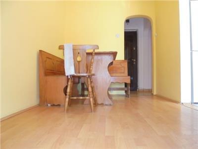 Etaj 1! Inchiriere apartament cu 2 camere  in Targoviste micro 6.