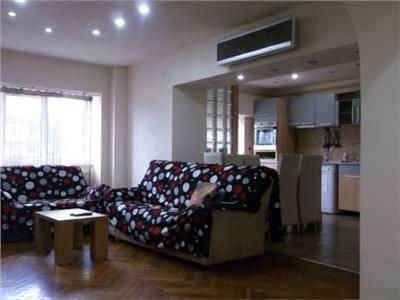 Ultracentral! Etaj 2! Vanzare apartament cu 4 camere in centrul Targovistei!