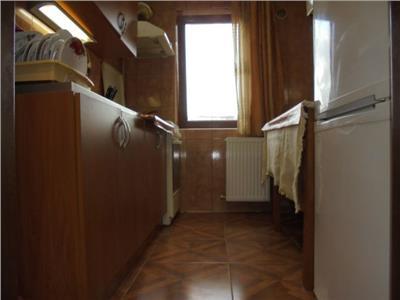 Zona Roger! Vanzare apartament cu 3 camere in Targoviste micro 6.