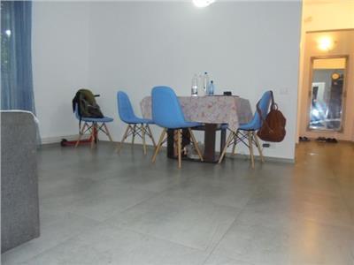 Etaj 1! Vanzare apartament cu 3 camere in Targoviste micro 6.