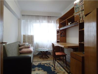 Foarte spatios! Vanzare apartament cu 3 camere in Targoviste - zona RAGC