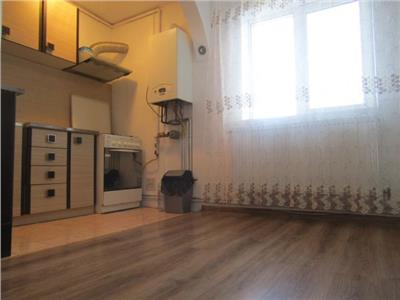 Etaj 2! Vanzare apartament cu 3 camere Targoviste micro 9.