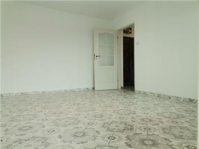 Decomandat! Comision 0%! Vanzare apartament cu 3 camere in micro 4, zona Diana!