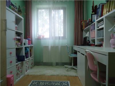 Zona linistita! Vanzare apartament cu 3 camere in Aleea Trandafirilor