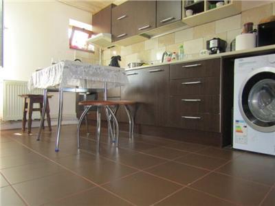 Decomandat! Vanzare apartament cu 4 camere in Targoviste micro 4!