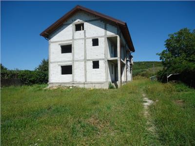 OPORTUNITATE!! Vanzare vila cu 7 camere + teren in Viforata