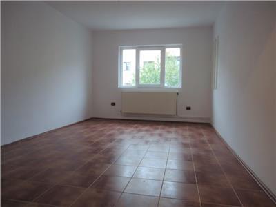 Foarte spatios! Vanzare apartament cu 3 camere in Targoviste - M 11